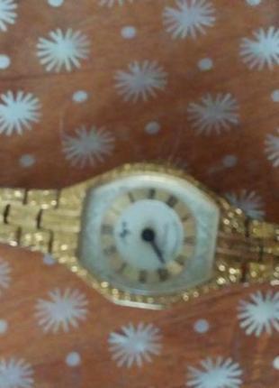 Часы с браслетом-позолота аи 10