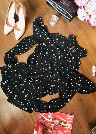 Милая оригинальная блуза с вырезами на плечиках черного цвета в звёздочки atmosphere
