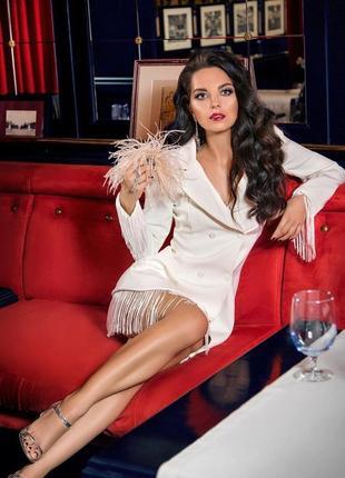 Сксуальное трендовое белое платье пиджак на пуговицах с бахромой