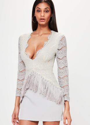 Элитное платье с кружевом и бахромой missgided ms521