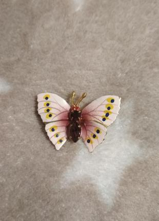 Красивая брошь бабочка