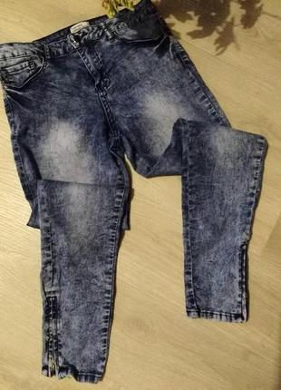 Мраморные укороченные джинсы от forever 21
