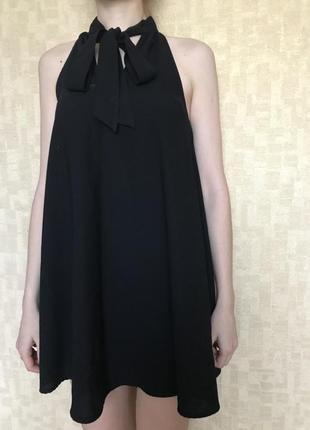Маленькое черное платье на банту