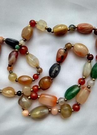 Винтажные бусы из натуральных разноцветных камней.