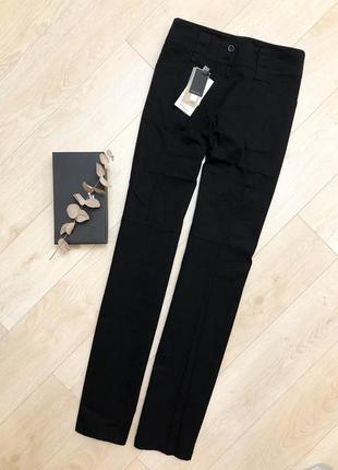 Черные котоновые штаны прямого покроя