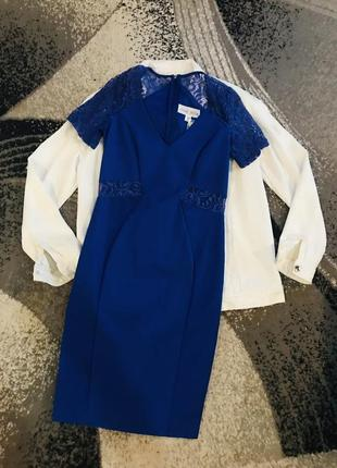 Силуэтное платье миди синее с кружевом