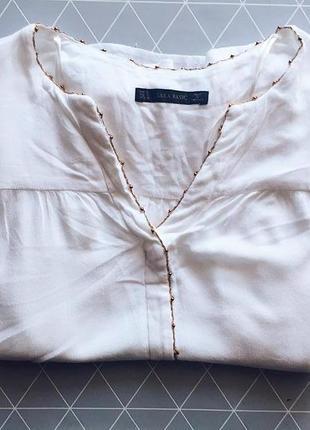 Красивая блуза с зототым ободком