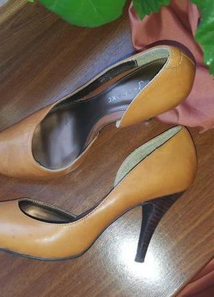 Туфли кожаные на каблуке next