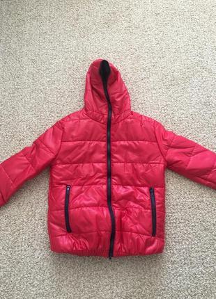 Куртка малинового цвета новая