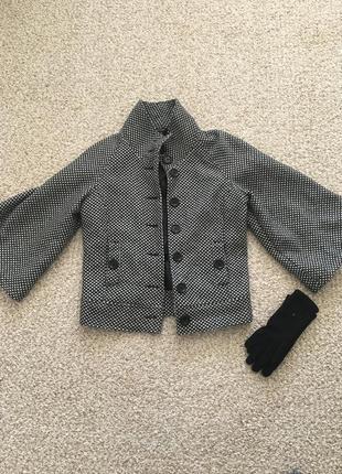 Короткое пальто, жакет