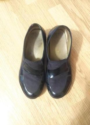 Кожаные лаковые английские туфли