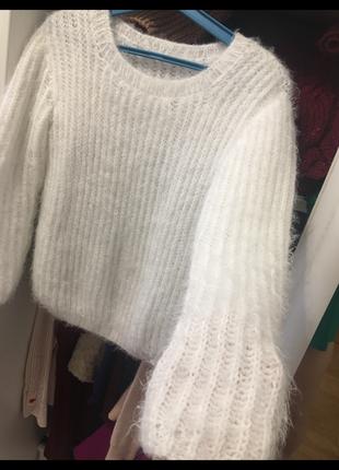 Белуй свитер мягкий пушистый
