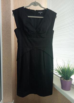 Красивое черное платье миди прямого силуэта из натуральной ткани
