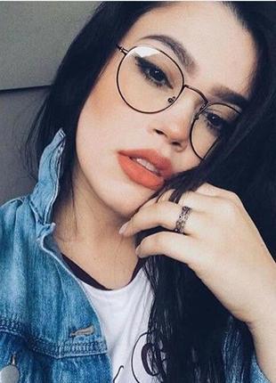 Имиджевые очки в тонкой чёрной оправе