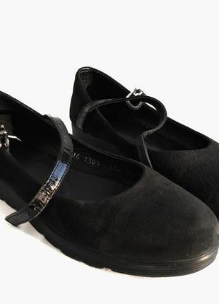 Чорні замшеві туфлі на низькій платформі