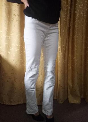Классные белые джинсы от terranova размер s-m