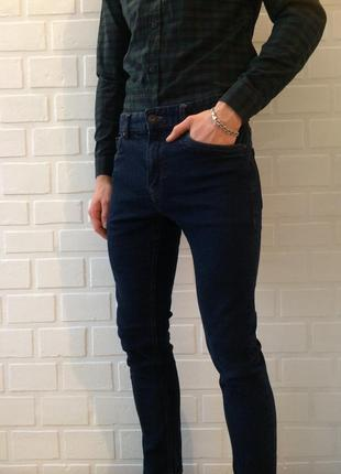 Мужские супер модные джинсы штаны брюки!!темно синего цвета идеальное состояние!'