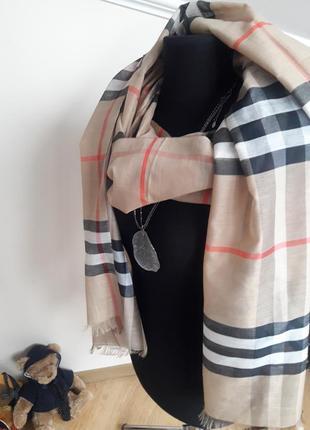 Отличный шарф от известного бренда burberry