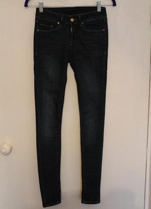 Темно синие джинсы mango, испания. джинсы скини, skinny