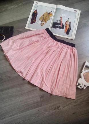 Нежно розовая юбка плиссе с нитью люрекса размер хс, с