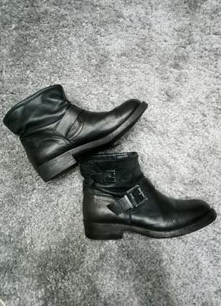 Крутые кожаные ботинки!
