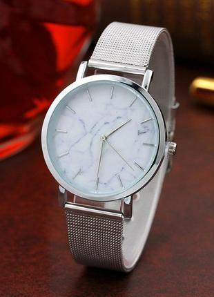 Женские часы с мрамором. это что - то новенькое)