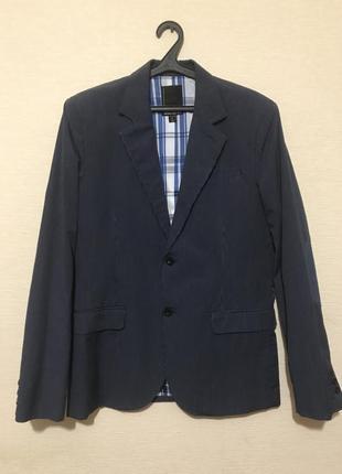 Оригинальный и стильный мужской пиджак в мелкую полоску в стиле casual