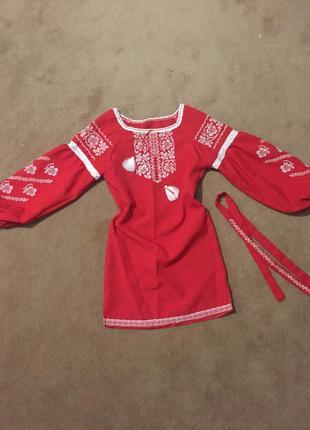 Шикарное вышитое платье на маленькую модницу
