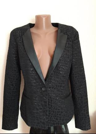 Пиджак с коваными элементами