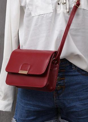 Новая сумочка клатч кроссбоди на длинном ремешке,держит форму винный цвет