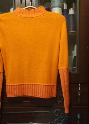 Яркий ангоровый свитер