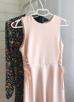 Нежно-розовое платье со шнуровкой topshop