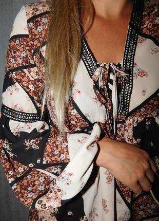 Красивая блуза со шнуровкой atmosphere