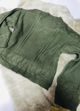 Стильный свитер в оливковом цвете с широкими рукавами размер 44-48