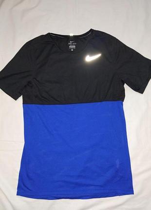 Nike спортивная футболка,р-р s,оригинал,сток
