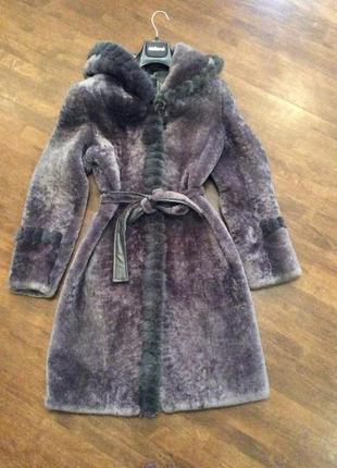 Шуба мутоновоя с норковым воротом,очень тёплая,согреет вас холодной зимой