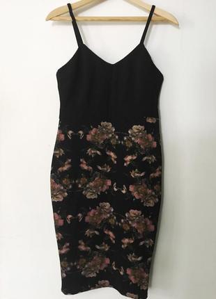 Красивое коктельное платье приталенного кроя.