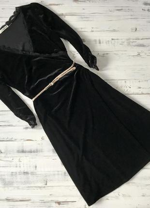 Чёрное бархатное платье на запах