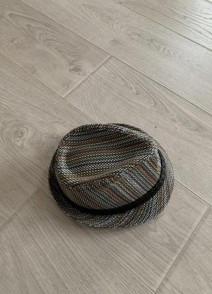 Стильная мужская шляпа трилби из соломы