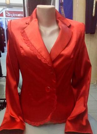 Изумительный пиджак из королевского атласа