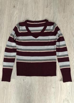 Свитер - пуловер.
