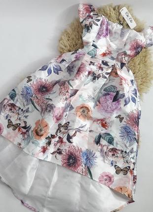 Платье в цветочный принт и открытыми плечами. выпускное