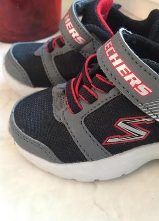 Детские новые кроссовки skechers