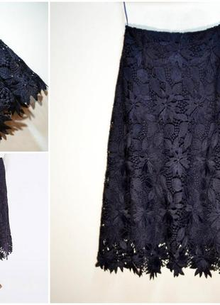 Актуальная синяя кружевная юбка миди