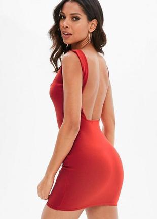 Шикарное платье с квадратным вырезом