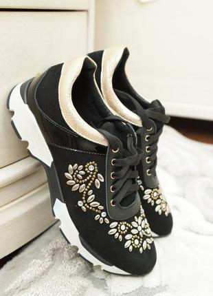 Нарядные кроссовки из черного замша со стразами