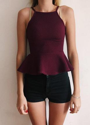 Маечка блуза в бордовом цвете с баской, состояние идеал!