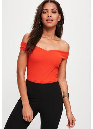 Очень классный облегающий оранжевый боди с открытыми плечами и эффектом утяжки missguided