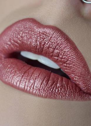 Матовая металлическая помада nyx liquid suede cream lipstick - № 30 вella