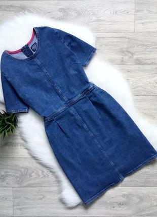 Джинсовое платье с карманами по бокам